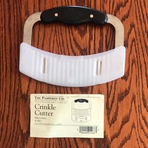 Pampered Chef Crinkle Cutter EUC with care card
